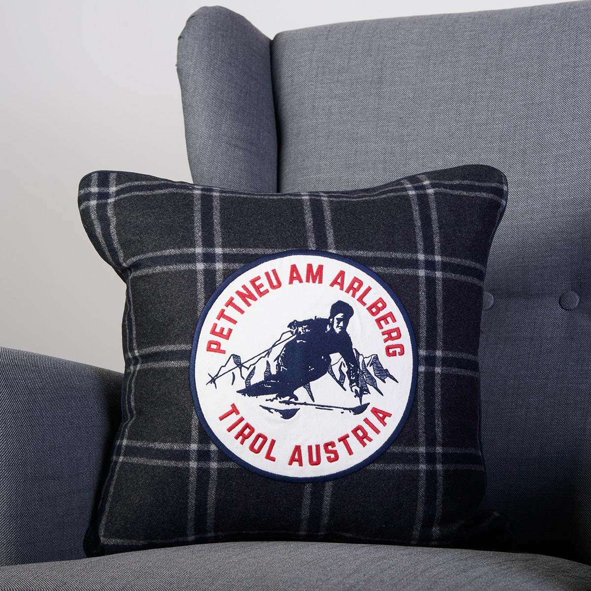 zierkissen pettneu mit skifahrer sportmatt 2000. Black Bedroom Furniture Sets. Home Design Ideas