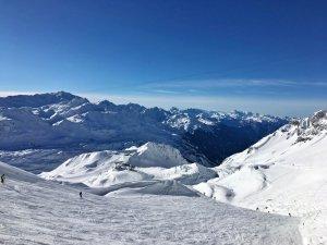 Perfekte_Schneebedingungen_am_Arlberg_Sport_Matt_SKIVERLEIH