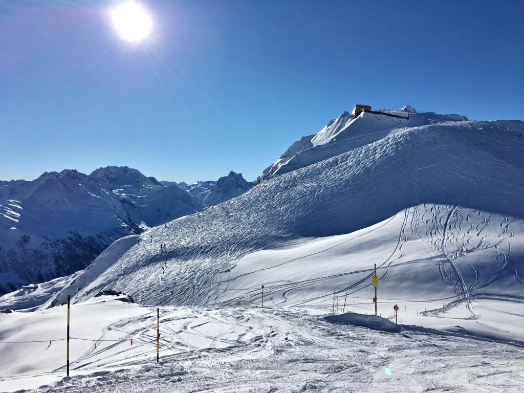 Perfekte_Schneebedingungen_am_Arlberg_Sport_Matt_SKIVERLEIH 03
