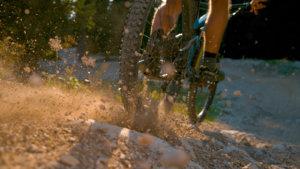 E-MTB-Verleih-Arlberg-Sport-Matt-Fahrtechnik-Guide-4-Hindernisse-ueberwinden