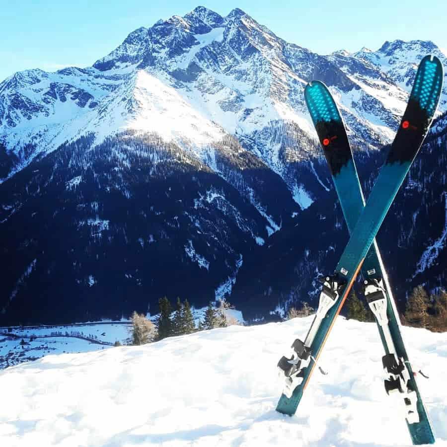 Sport_Matt_Skiverleih_Arlberg_Skitag_Bergkulisse