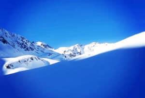 Sport_Matt_Skiverleih_Arlberg_Skitag_Bergkulisse_Titelbild